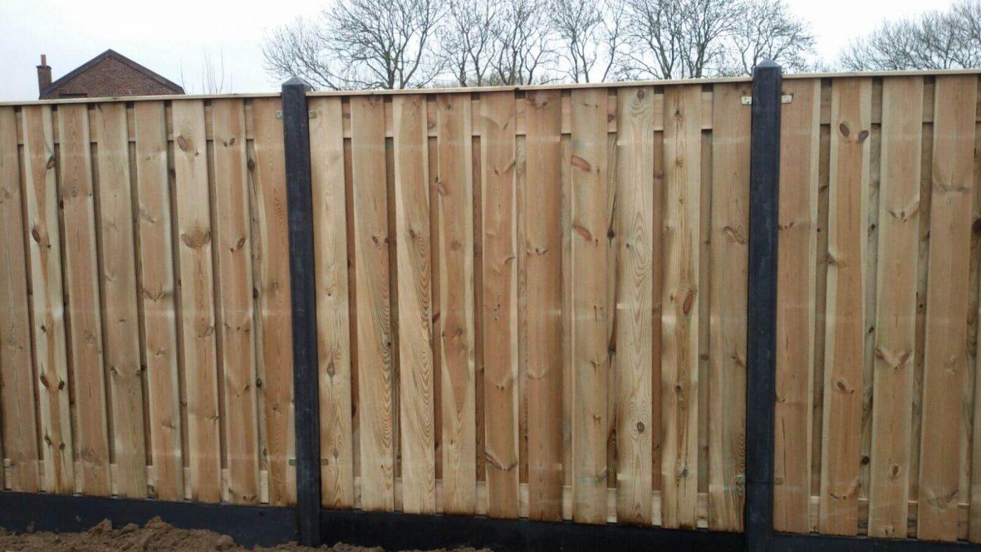 schutting geimpregneerd hout 19 planks met betonpalen antraciet piramide